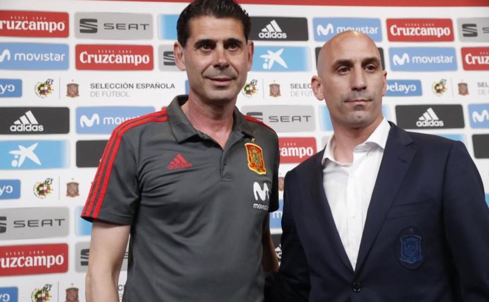 Na véspera da Copa, Espanha demite o técnico; Hierro assume o comando