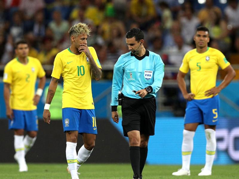 Brasil erra demais e estreia com decepcionante empate com a Suíça