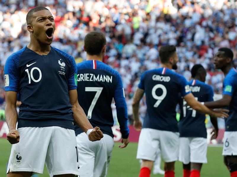 França vence a Argentina em jogão de 7 gols e está nas quartas de final
