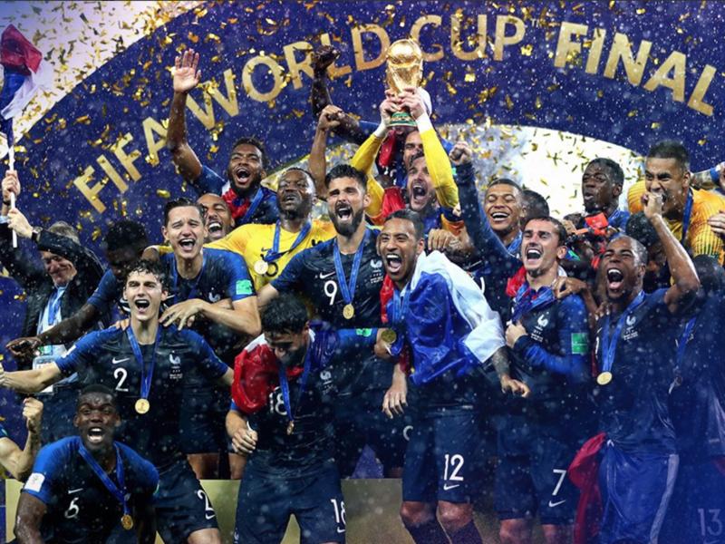 Eufóricos, jogadores franceses comemoram o bicampeonato Mundial
