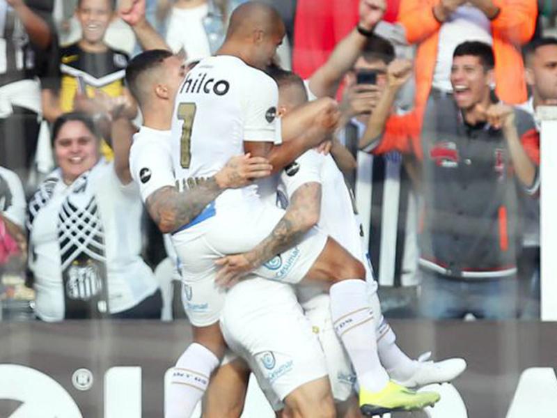Santos e Atlético-PR vencem e respiram na briga contra o rebaixamento