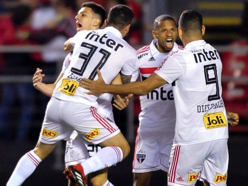 São Paulo fecha 1º turno na liderança do Brasileirão, com Inter na cola