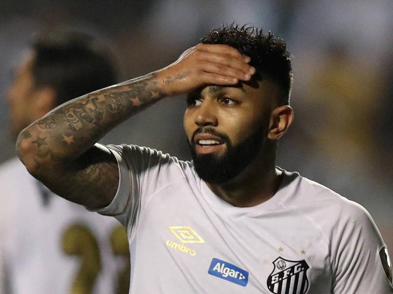 Com 0 a 0, juiz interrompe jogo após confusão nas arquibancadas; Santos está eliminado da Libertadores