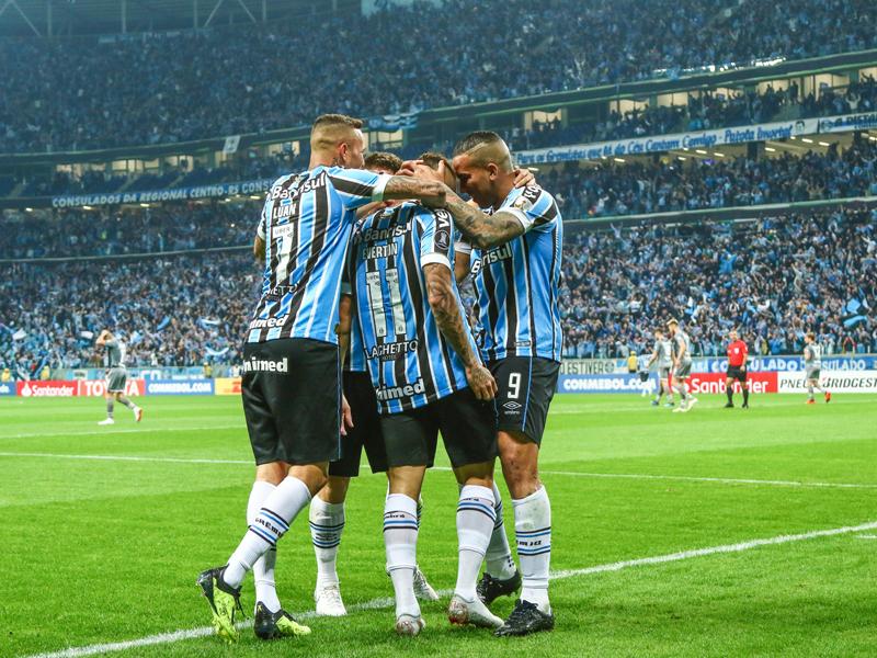 Grêmio marca nos acréscimos, vence nos pênaltis e está nas quartas de final da Libertadores