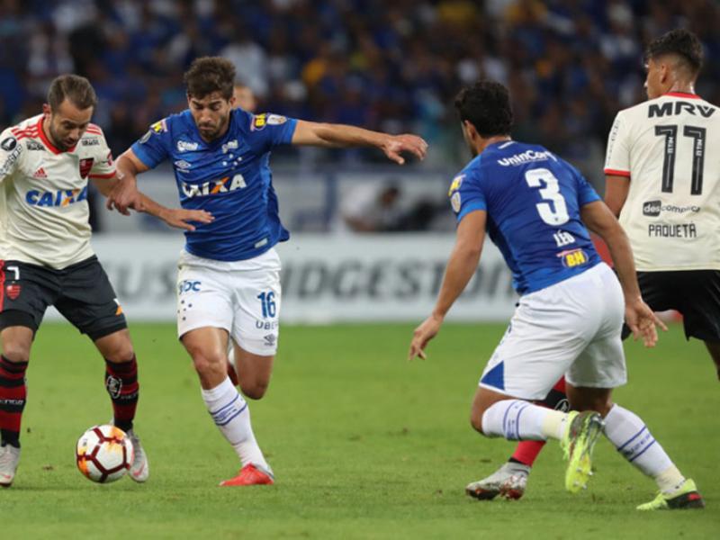 Cruzeiro é derrotado pelo Flamengo, mas avança na Libertadores