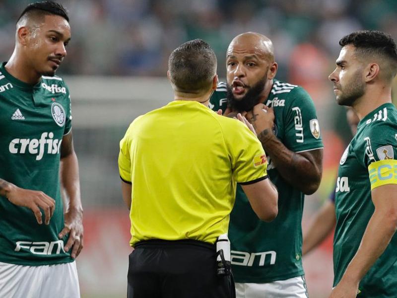 Felipe Melo é expulso com três minutos de jogo, Palmeiras perde mas garante a vaga