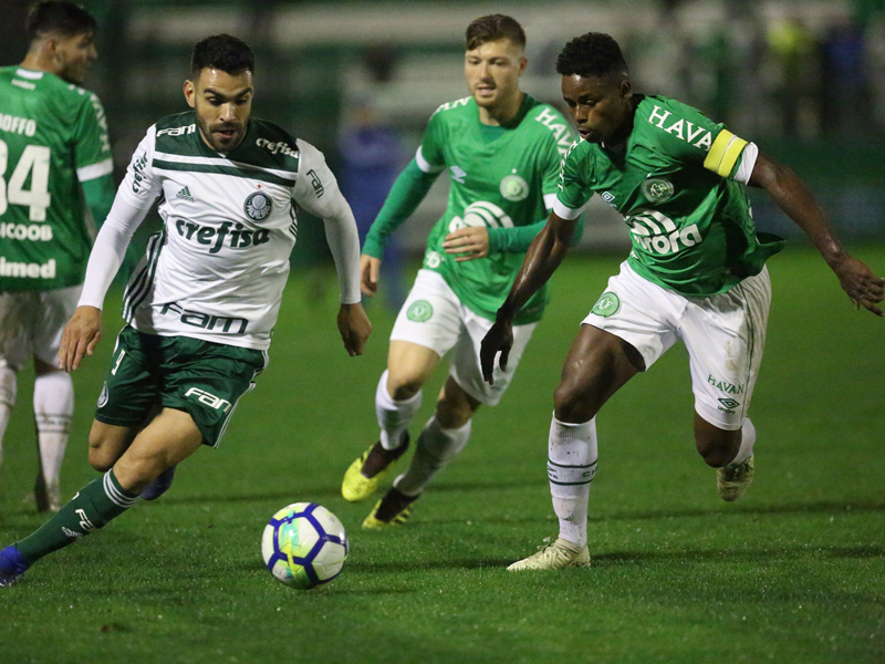 Palmeiras vence e se aproveita de tropeços dos líderes para colar na ponta