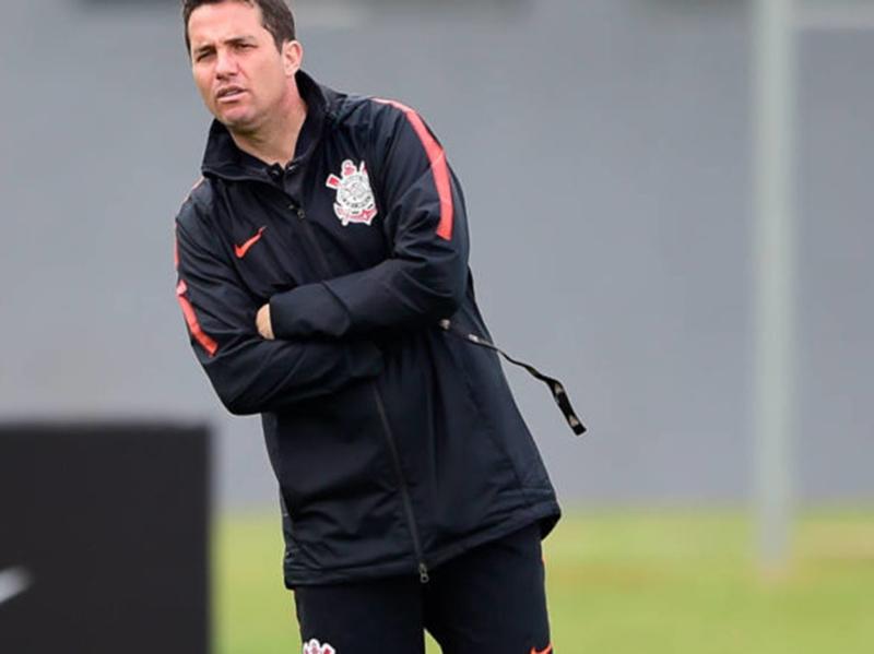 "Corinthians ""rebaixa"" Osmar Loss e anuncia Jair Ventura como novo técnico"