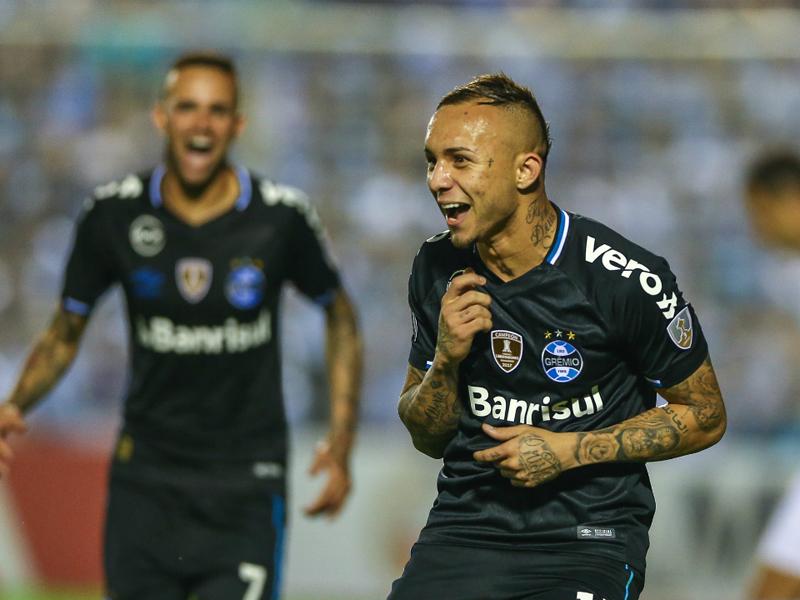 Grêmio faz 2 a 0 no Tucumán e se aproxima das semis da Libertadores