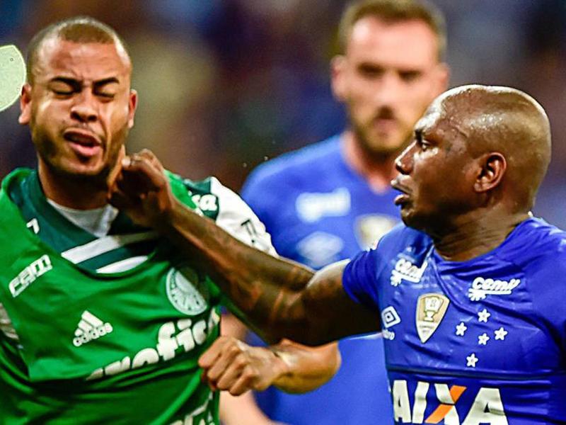 Briga generalizada rouba cena após fim da partida entre Cruzeiro e Palmeiras