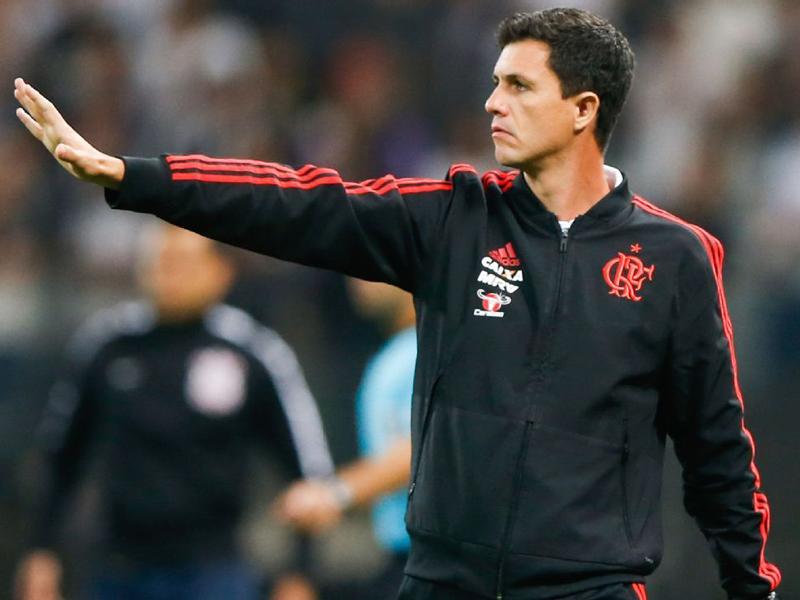 Flamengo demite Barbieri e acerta com Dorival Júnior