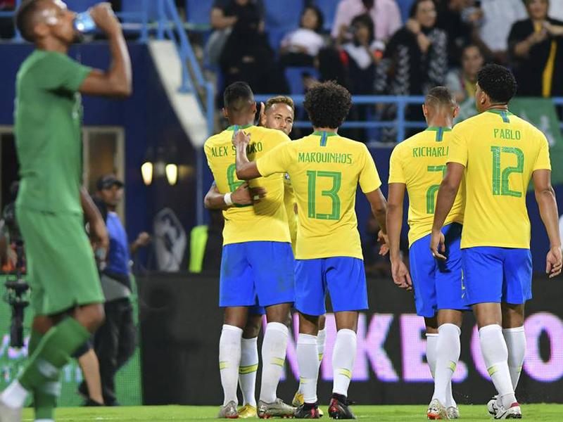 Brasil joga mal, mas vence a Arábia Saudita por 2 a 0