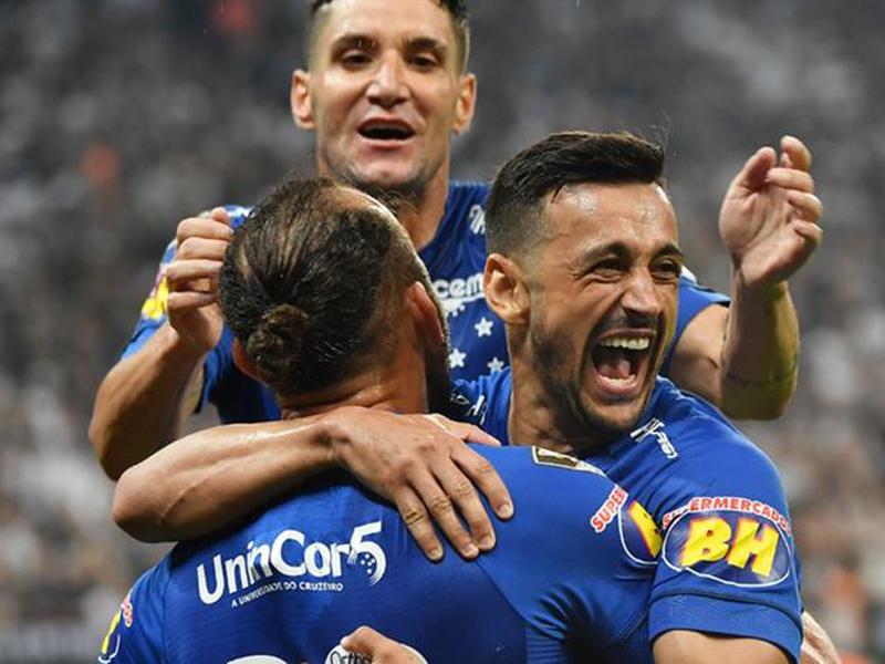 Cruzeiro vence o Corinthians em partida recheada de polêmicas e é hexa da Copa do Brasil