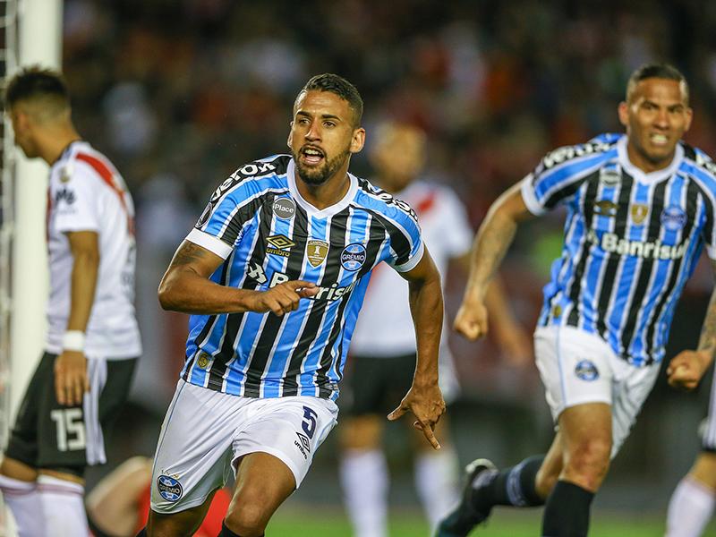 Grêmio vence o River no Monumental e joga pelo empate por vaga na final