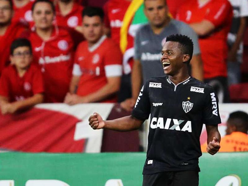 Atlético-MG derrota Internacional no Beira Rio e fica perto da Libertadores de 2019