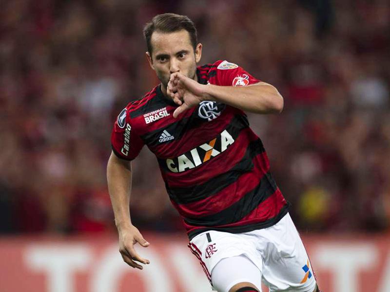 Éverton Ribeiro marca gol de placa no Mineirão