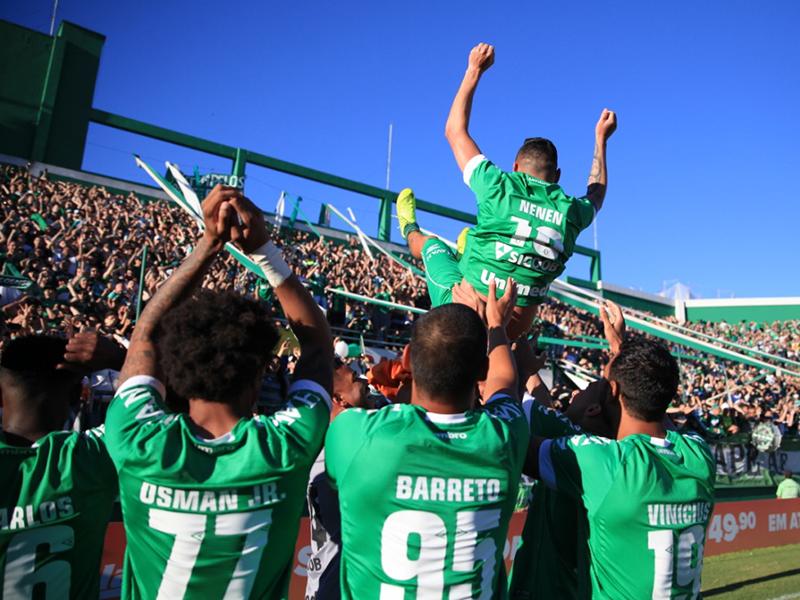 Chapecoense venceu partida decisiva para se manter na elite
