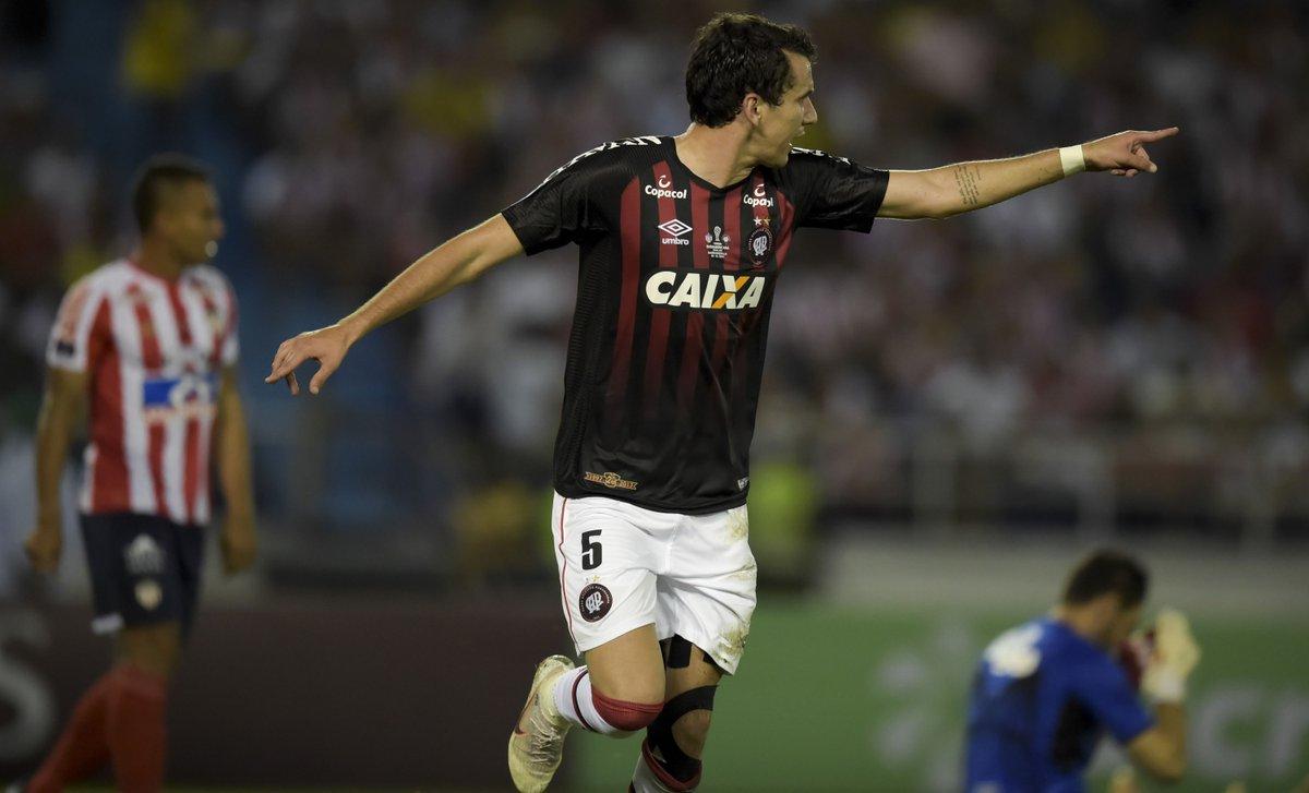 Atlético-PR arranca empate com o Junior na Colômbia