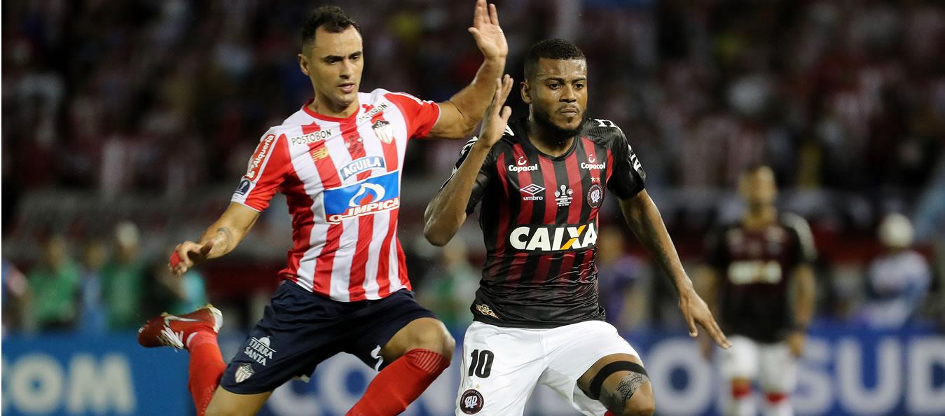 Atlético-PR segura empate e decide a Sul-americana na Baixada