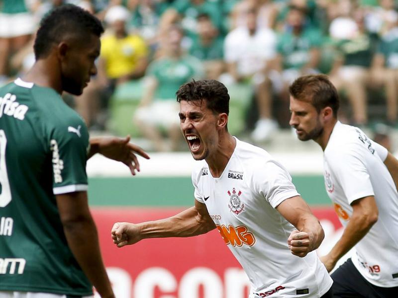 Com gol de Avelar, Corinthians vence o Palmeiras no Allianz Parque