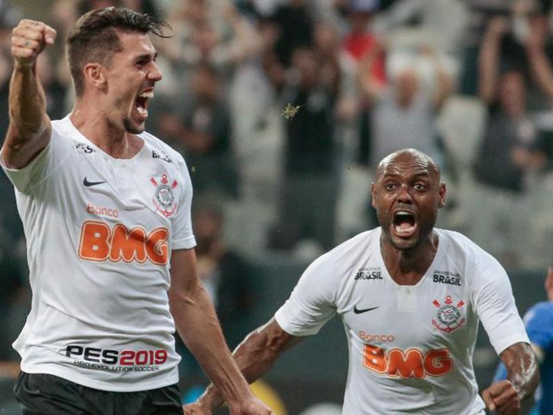 Corinthians sofre, mas vira diante do Avenida e avança na Copa do Brasil