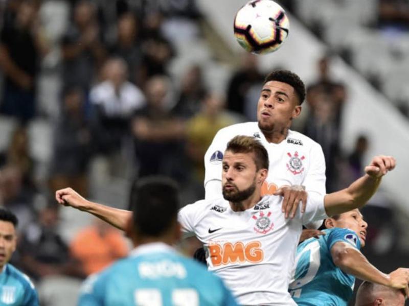 Corinthians faz 3 a 1 no Ceará e encaminha vaga na Copa do Brasil