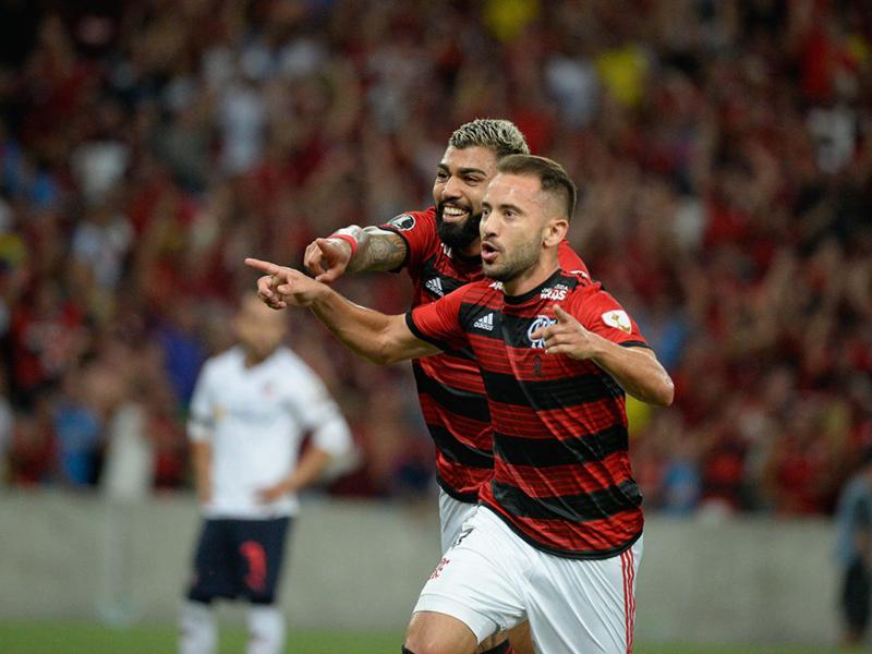Flamengo bate a LDU; Atlético atropela o Wilstermann