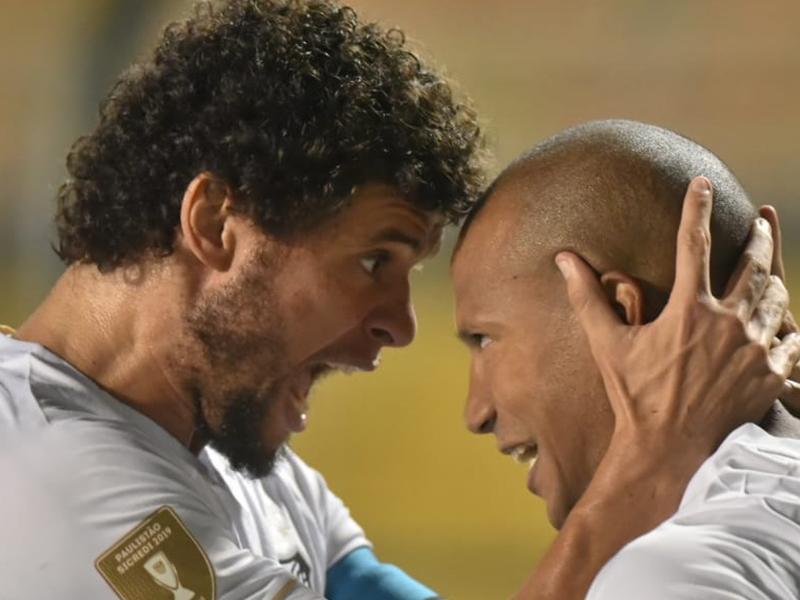 Santos faz 2 a 0 no Red Bull Brasil e se aproxima das semis do Paulistão