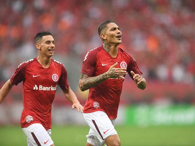 Guerrero marca dois e comanda classificação do Internacional na Libertadores