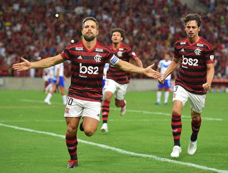 Flamengo atropela o San José no Maracanã