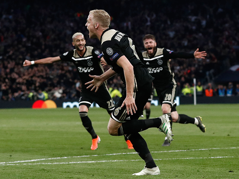 Ajax faz grande primeiro tempo e bate o Tottenham por 1 a 0 em Londres