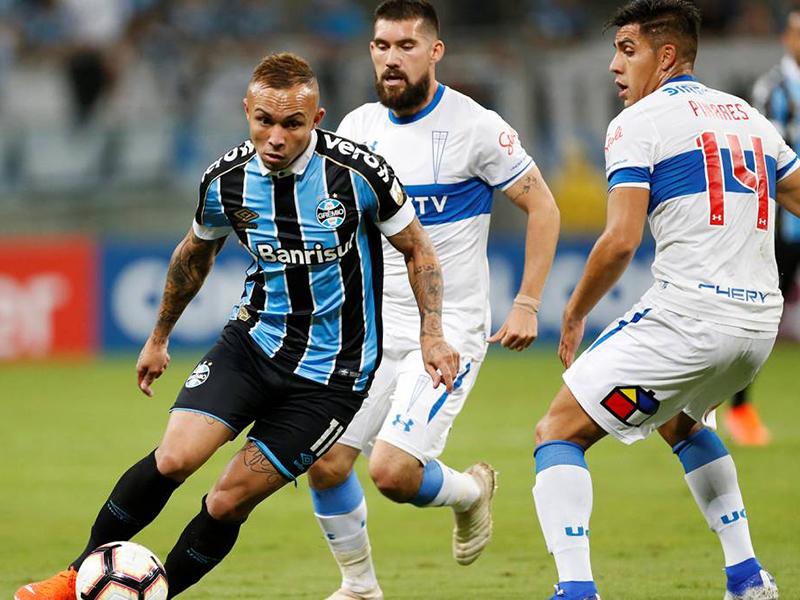 Grêmio vence a Universidad Católica e garante vaga nas oitavas da Libertadores