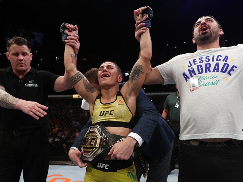 Jéssica vence Namajunas e conquista o cinturão no UFC