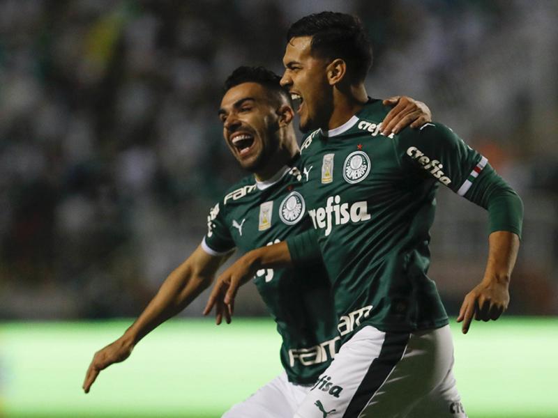 Em duelo pela liderança, Palmeiras goleia o Santos no Pacaembu