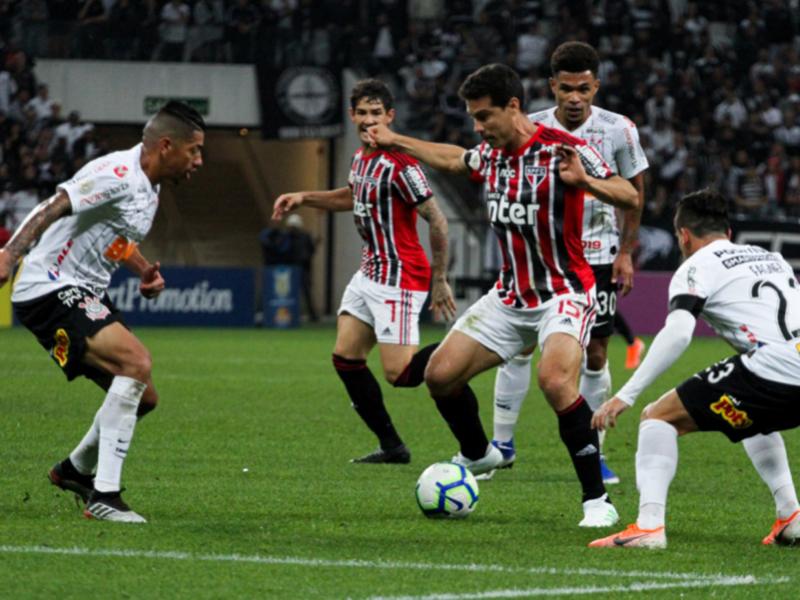Corinthians vence o São Paulo e pula para terceiro no Brasileiro