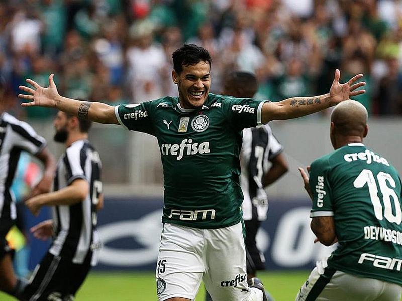 VAR pega um pênalti em Deyverson, Gustavo Gómez marca e Palmeiras vence o Botafogo