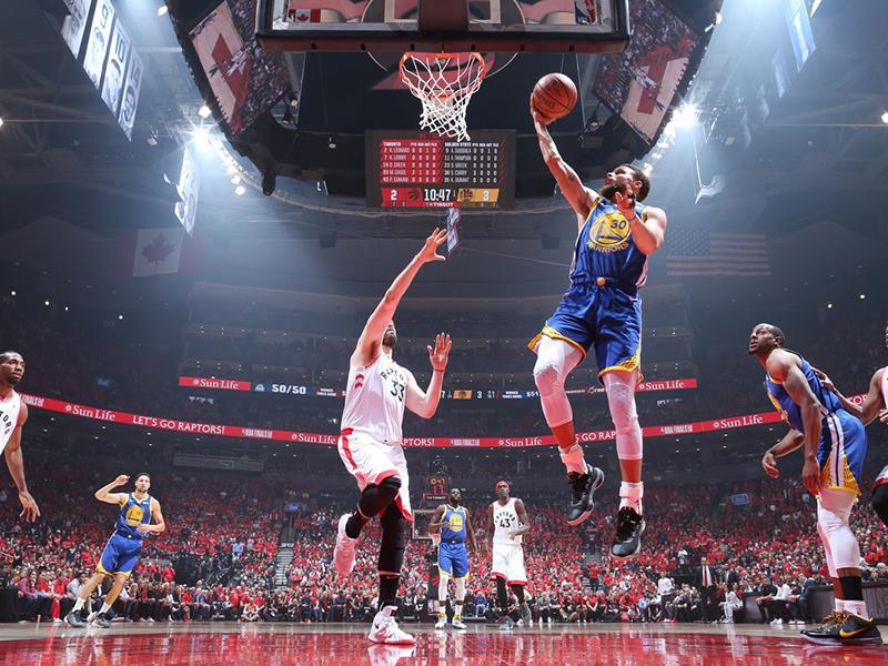Warriors vencem jogo dramático e seguem vivos nas finais da NBA