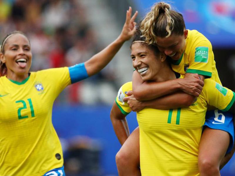 Seleção brasileira feminina estreia com pé direito na Copa do Mundo da França