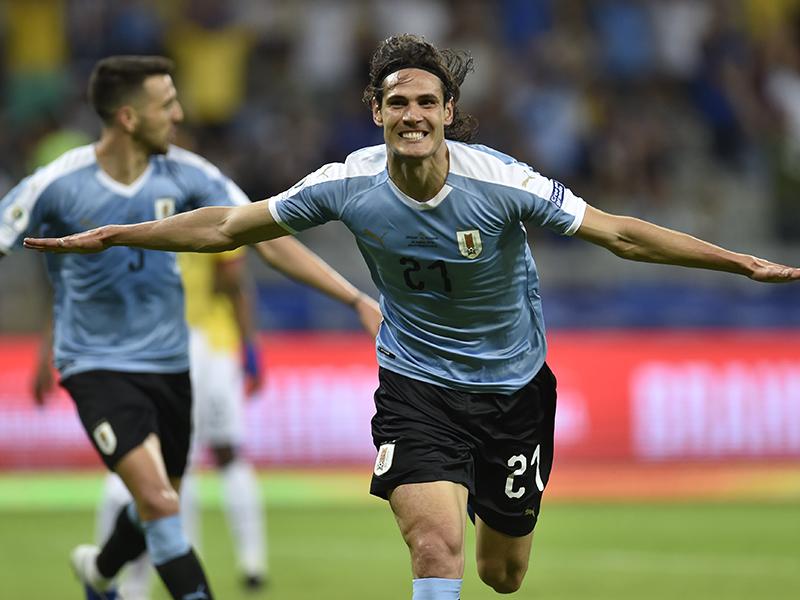 Uruguai goleia em estreia contra Equador e confirma favoritismo