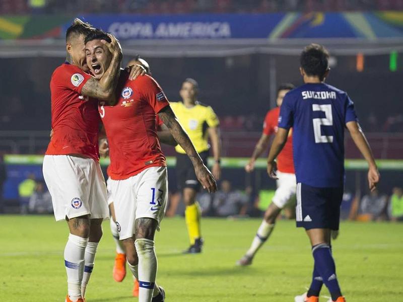 Chile estreia com goleada sobre o Japão e encosta no Uruguai