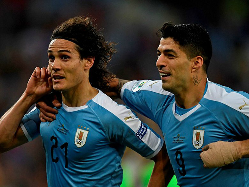 Cavani marca, Uruguai vence o Chile e passa em primeiro no Grupo C