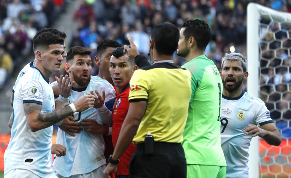 Messi é expulso, mas Argentina vence o Chile e fica com o terceiro lugar na Copa América