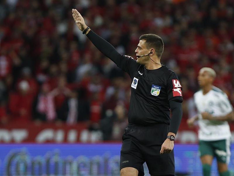 Internacional detona arbitragem após polêmico gol anulado nos acréscimos