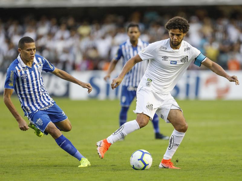 Santos vence o Avaí na Vila e assume a liderança do Brasileirão