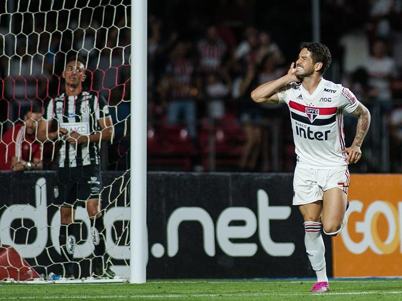 São Paulo bate o Santos e volta a vencer um clássico após mais de um ano