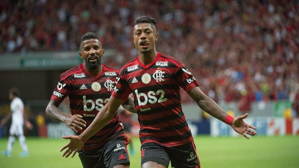 Flamengo goleia o Vasco e sobe para segundo no Brasileirão
