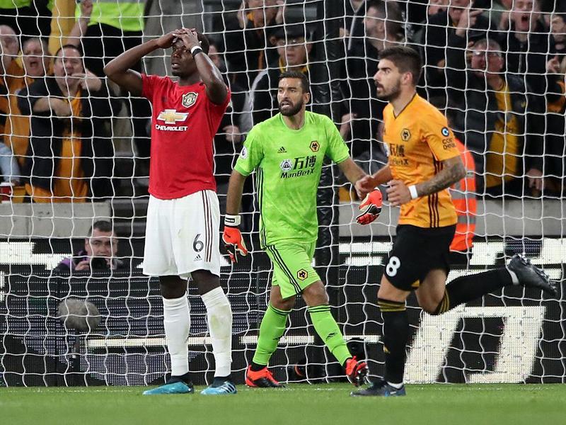 Manchester United empata com Wolverhampton e pênalti perdido gera polêmica