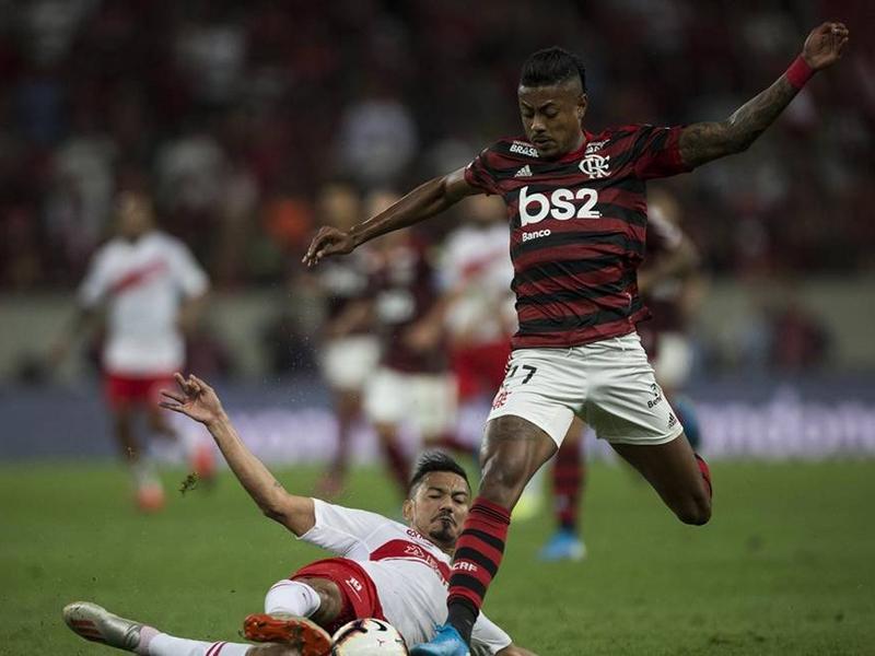 Flamengo faz 2 a 0 no Internacional e se aproxima das semis da Libertadores