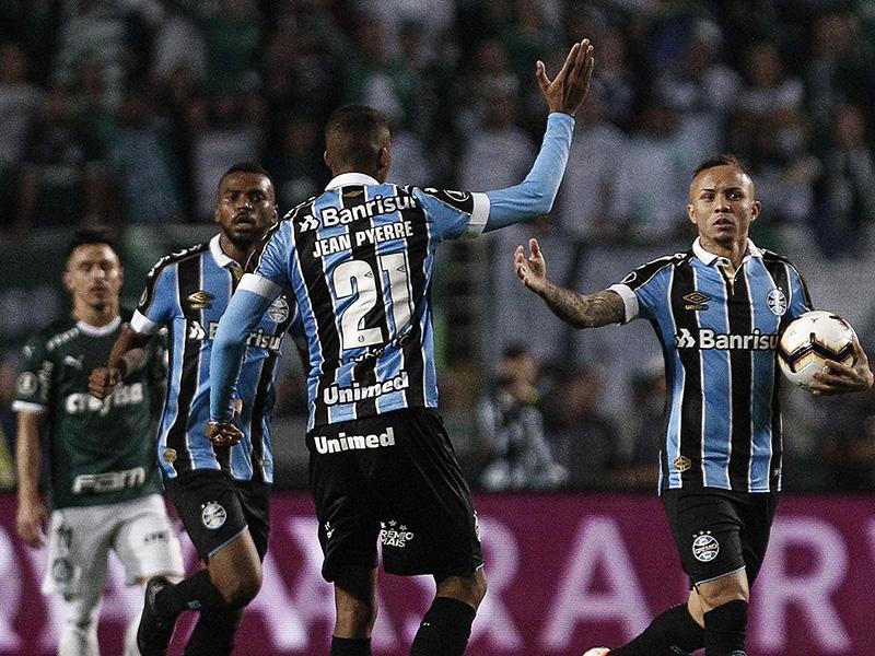 Grêmio vence jogão, elimina o Palmeiras e está nas semifinais da Copa Libertadores