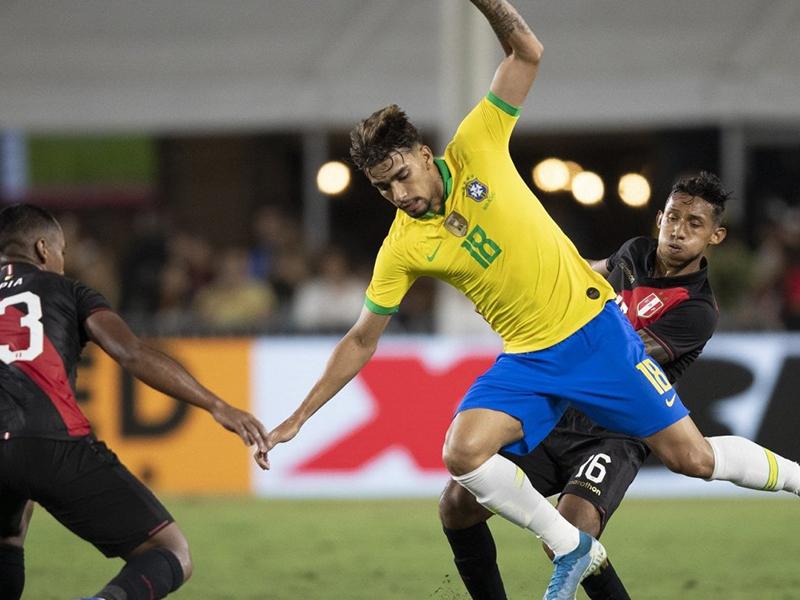Tite faz mudanças, Neymar começa no banco e Brasil perde para o Peru